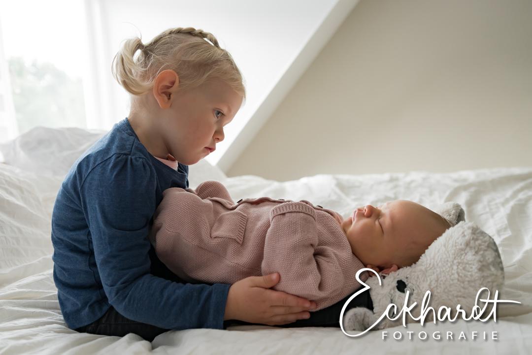 De tederheid van een lifestyle newborn fotoshoot