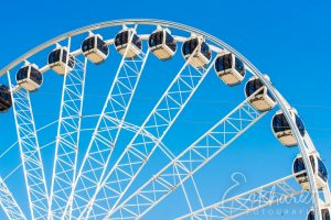 Reuzenrad voor een blauwe lucht